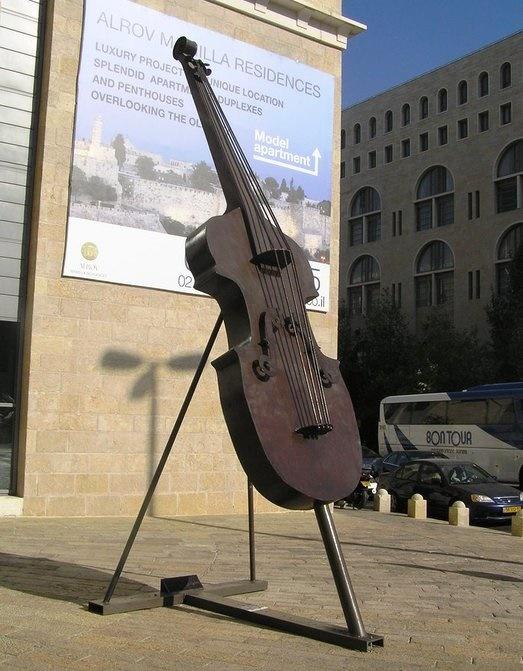 Contrabass in Yerushalaim, Israel