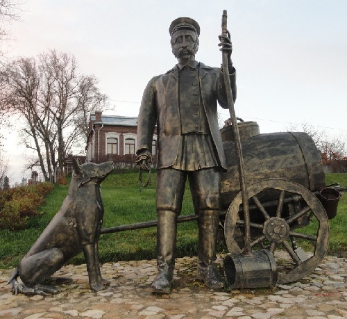 Disappeared profession monuments. Monument to Water carrier. Kolomna, Russia. Sculptor Anton Yakushin