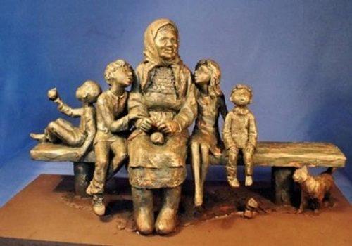 Granny, bronze monument in Izhevsk