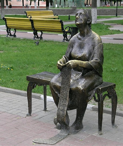 Knitting grandmother monument in Belgorod, Russia. Bronze, 2005. Sculptors Taras Kostenko and Dmitry Ivanchenko, students of Kharkov Art Institute