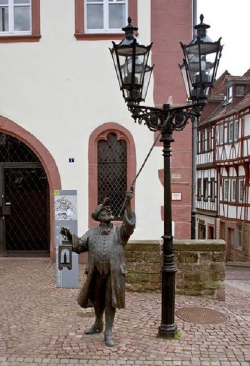 Sculpture of a lamplighter in Germany