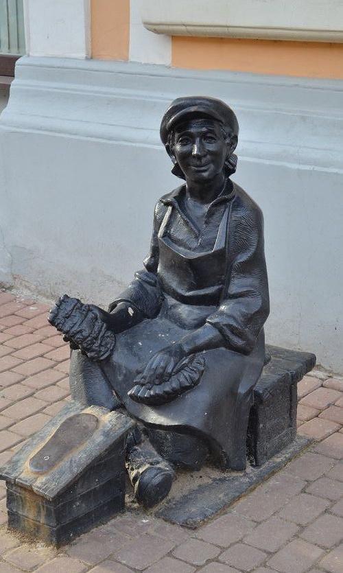 Shoeshiner. Nizhny Novgorod, Russia
