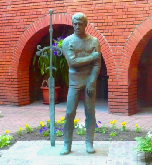 Bronze monument in the inner yard of Taganka Theater, Moscow