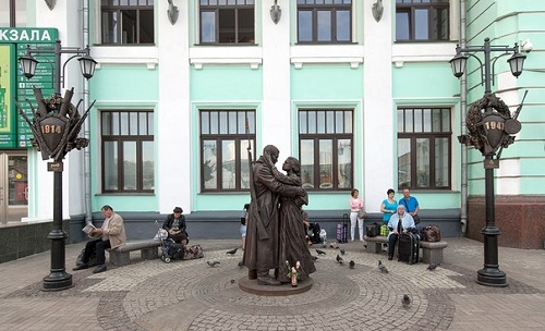 The view of Farewell of Slavianka, the monument at the Belorussky railway terminal in Moscow