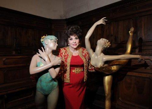 Ballet dancers by Gina Lollobrigida. Moscow, 2003