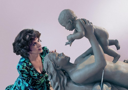 Mother and child. Italian actress Gina Lollobrigida with her sculpture, Moscow, 2003