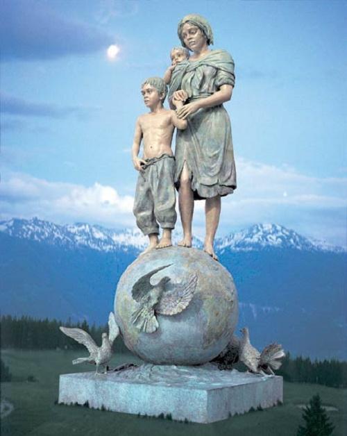 Peace to children by sculptor Gina Lollobrigida
