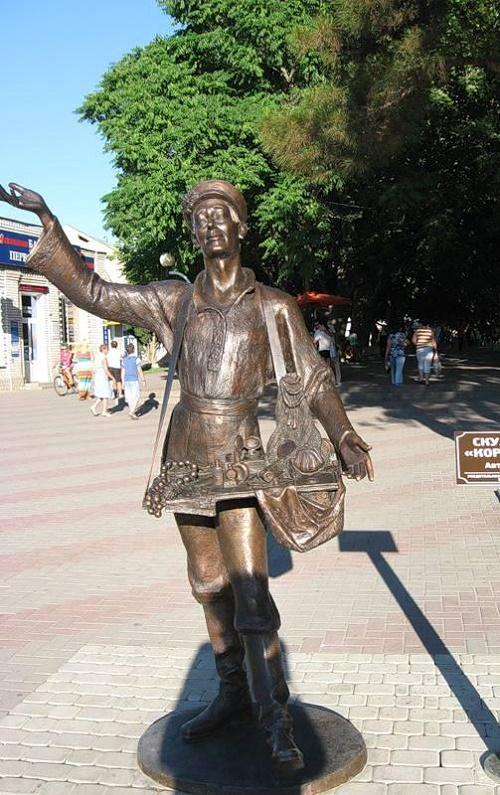 Set in 2012 in Gelendzhik Korobeinik Monument. Author – Evgeny Sokolov