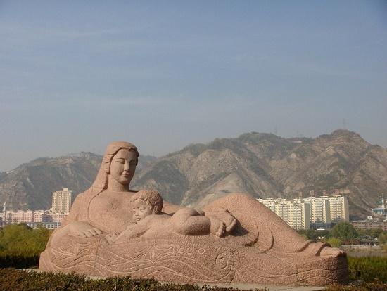 Monument to the mother river (Yellow River in Lanchzhou, China). Photographer Dmitry Larionov