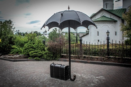 Monument to umbrella in Pskov