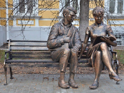 The sculptural composition 'Shurik and Lidochka' made by artists Marina and Kirill Rakhmatullin, installed in the city of Ryazan, Russia