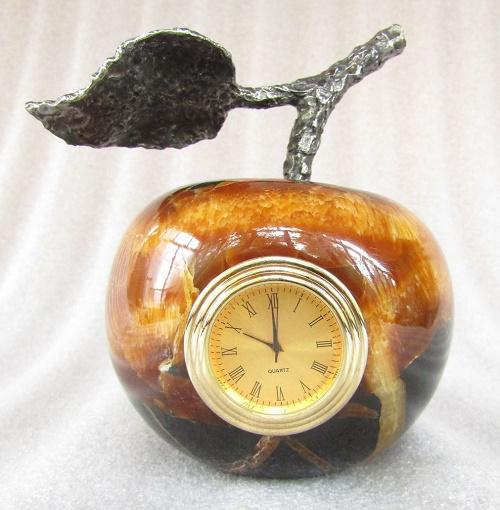 Apple-clock. Material - Simbirtsit