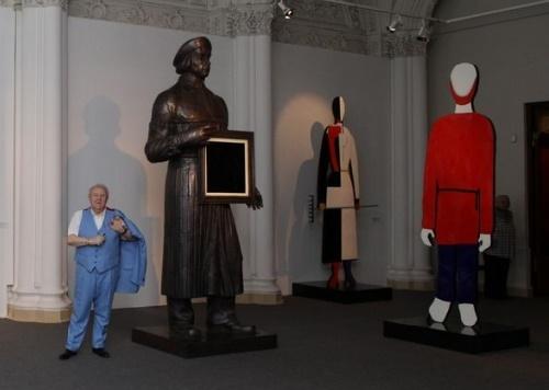 Great Master Zurab Tsereteli next to his creation - Kazimir Malevich