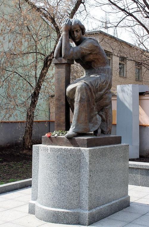 Marina Tsvetaeva monument in Moscow