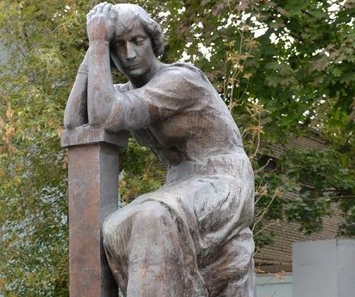 Monument to Marina Tsvetaeva in Moscow