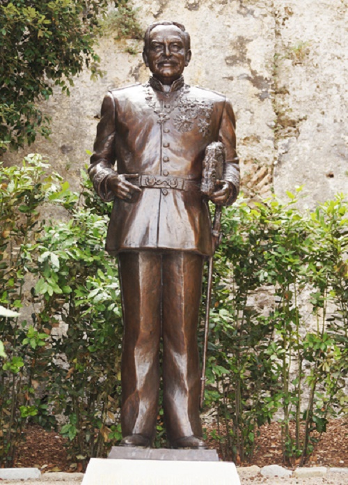 Monument to Prince Rainier III, near the Prince's Palace is a bronze figure of the prince to his full height, holding a hat