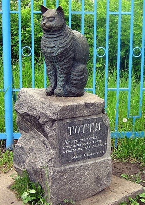 Monument to faithful cat Totti. Leningrad region, Vyborg district, Roshchino, park of Edith Södergran. Stories behind Cats monuments