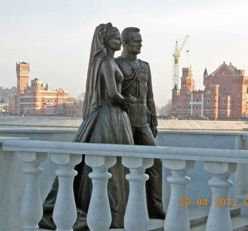 Newlyweds Grace Kelly and Rainier III monument. Bronze. Sculptor Andrey Kovalchulk. Opened in April 2012. Yoshkar-Ola, Mari El Republic, Russia