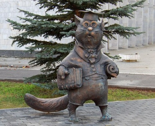Stories behind Cats monuments