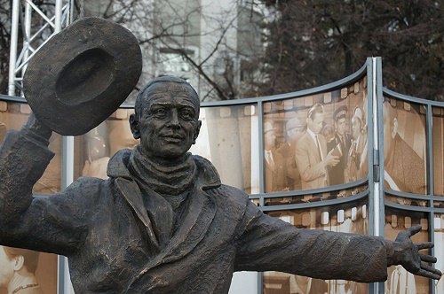 Car thief Yuri Detochkin monument in Samara