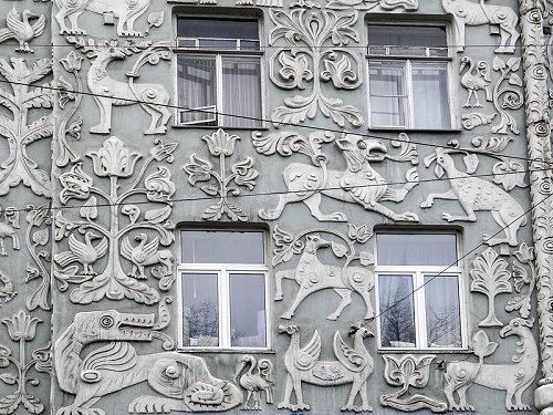 Moscow house with animals - griffins, dragons, lions, chimeras and unidentified creatures