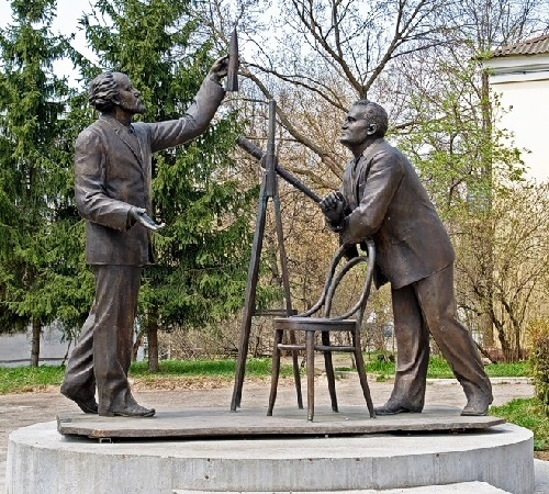 Korolev and Tsiolkovsky monument in Kaluga