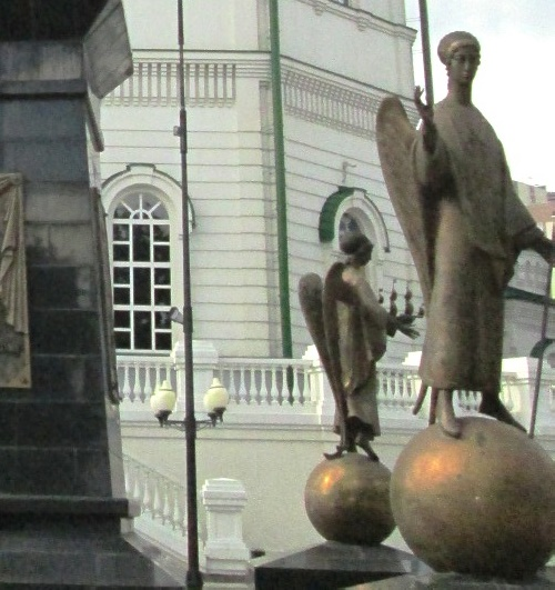 Angels to the monument of Mitrofan of Voronezh
