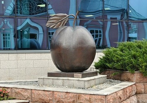 Famous Antonovka Apple monument in Kursk