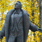 Kirov monument to Chaliapin