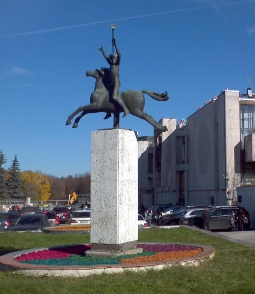 Sculpture next to the building of the Moscow State Academic Music Children's Theater named after Natalia Sats