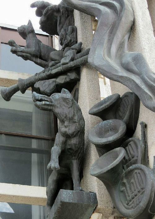 Wolf, cat and other sculptures decorate the theater