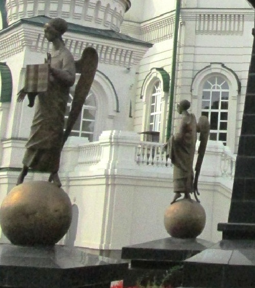 Figures of angels to the monument of Mitrophan of Voronezh