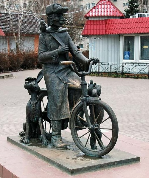 Lukhovitsy (Moscow region, Russia). Monument to the postman Pechkin, opened 2008, height - 2 meters. Sculptor Polina Gorbunova