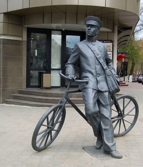 Nizhny Novgorod, postman with a bicycle