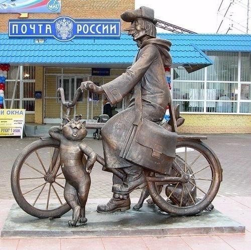 Postman Pechkin monuments with a cat and a dog, sculptor Polina Gorbunova