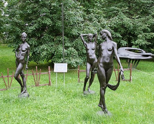 Sculptural composition Three graces in Museon Art Park. Moscow, Russia