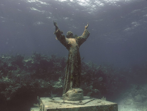 Original underwater monument to Jesus Christ