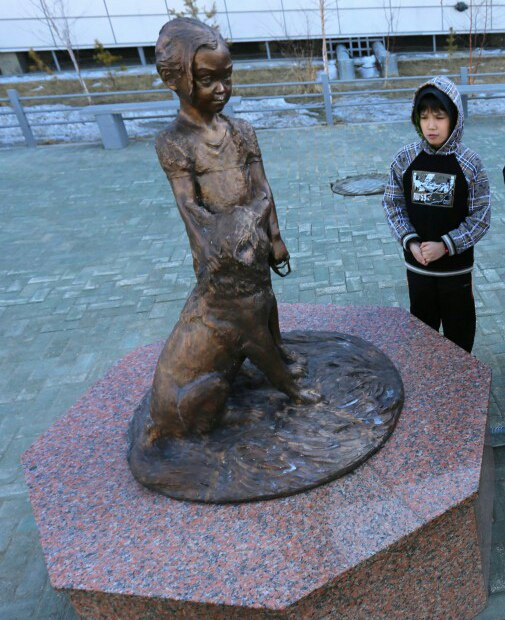 Work by Sculptor Nikolai Nikitich Chochchasov and the story behind the monument attract local children