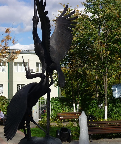 Cranes in love, monument in Cheryomushki