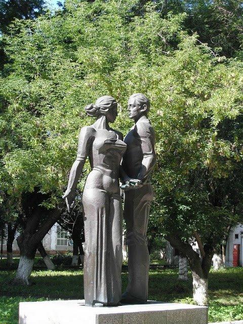 Toliatti monument to lovers