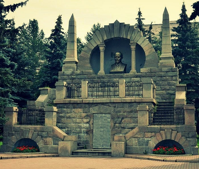 Located in Aloe Pole Vladimir Lenin monument-mausoleum. Chelyabinsk, Russia