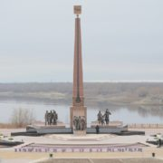 Nefteyugansk, Memorial to geologists pioneers