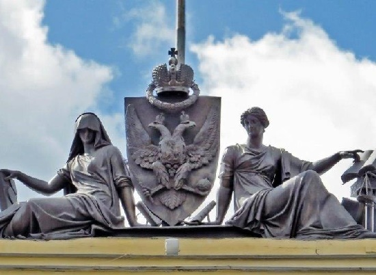 'Piety and Justice' sculptural group on the buildings of the Senate and the Synod - Senate Square, St. Petersburg, Russia. Work by sculptor Vasily Demut-Malinovsky (co-authors Stepan Pimenov, Nikolai Tokarev and Pavel Sokolov)