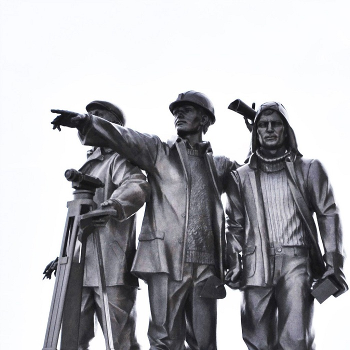 Profession of geologist in Surgut monument. detail