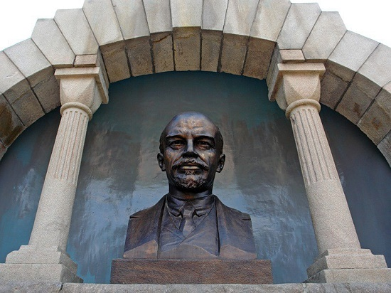 The bust of Vladimir Lenin above the monument-mausoleum