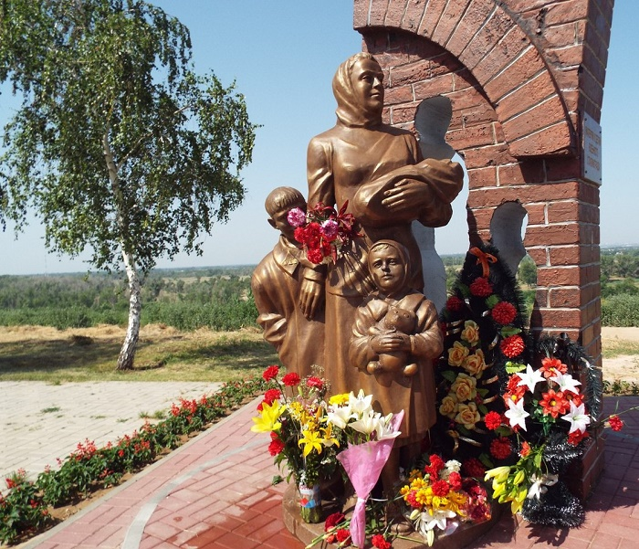 'To the mothers and children of military Stalingrad.' Volzhsky (Volgograd region), Russia
