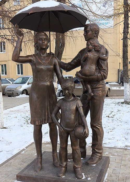 Weather in the family, the monument to the family values