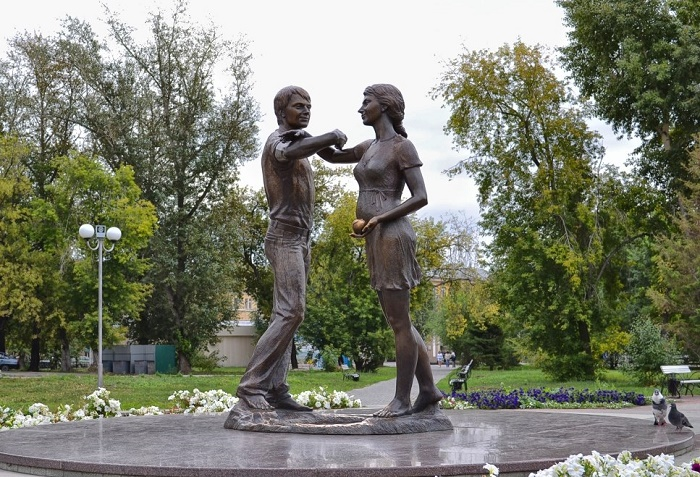 Young family monument in Kurgan