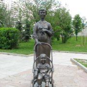 Zelenograd monument to motherhood