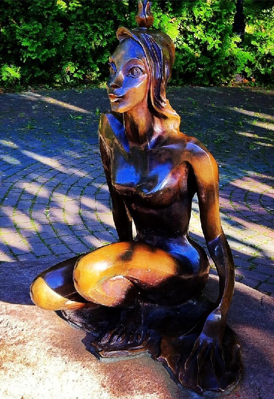 Beautiful Frog Princess in Svetlogorsk. Fabulous Frog Princess monuments reveal